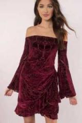 Сукні з панбархата: особливості, моделі, кращі поєднання і відгуки