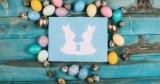 Как интересно красить яйца: используем лак для ногтей