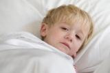 Чому з'явився неприємний запах з рота у дитини (2 роки): причини